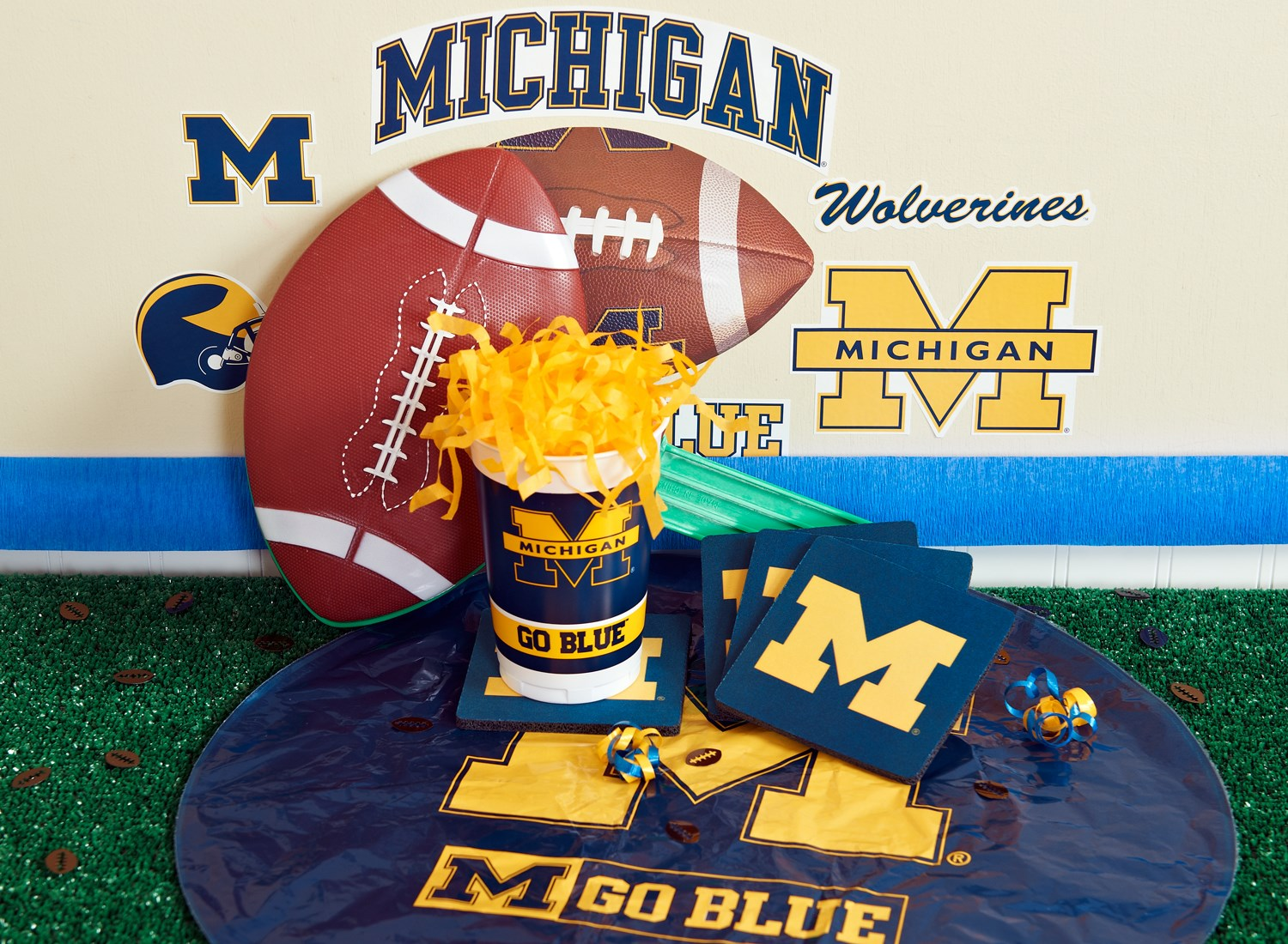 Image of Michigan Wolverines College Deluxe Party Kit