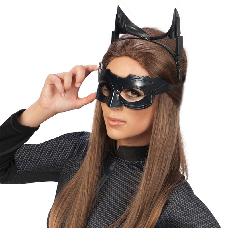 Batman The Dark Knight Rises Catwoman Deluxe Accessory Kit (Adult) for the 2015 Costume season.
